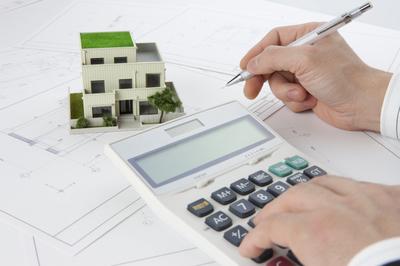 資産価値を計算している写真